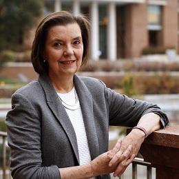 Dra. María de los Ángeles Avaria B.