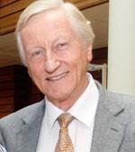 Dr. Arturo Manns Freese